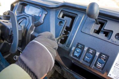 2017.honda_.pioneer1000-5deluxe.close-up.dash_.jpg