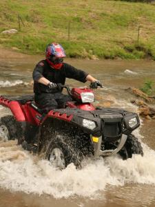2011.polaris.sportsman-xp850.red_.front-right.riding.through-water.jpg