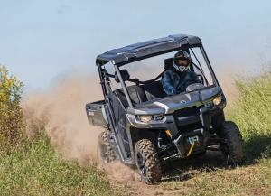 2016.can-am.defender.front.gray.riding.on-trail.jpg