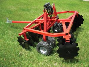 vendor.2012.quadivator-disc.parked.on-grass.jpg